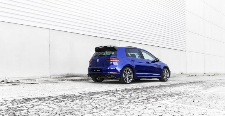 VW_R_MK7.5_Rodri-Yufe_Rear-3_4-_blue-5-doorsrrr
